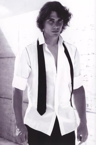 Rafael Nadal empresta sua sensualidade, carisma e virilidade naturais à campanha do novo perfume