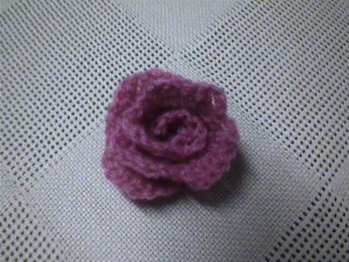 Uma rosinha que fiz para aplicar na jaqueta jeans da minha irmã enquanto eperava meu msn ressuscitar... :P