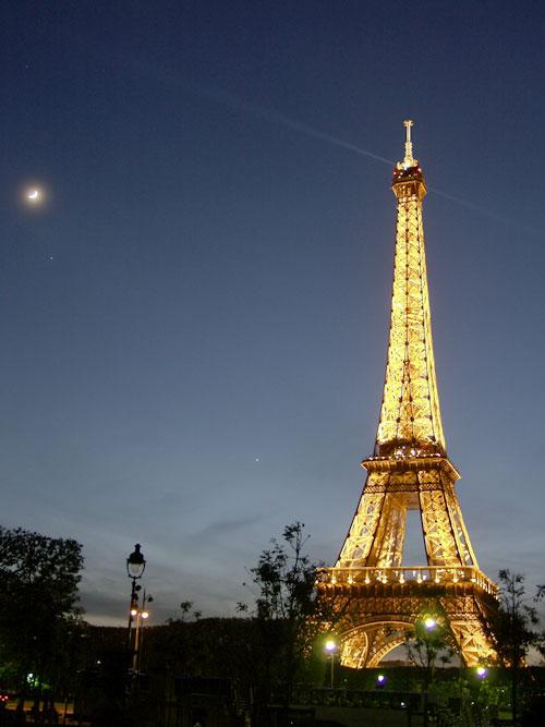 Visite a torre Eiffel em Paris pela internet!