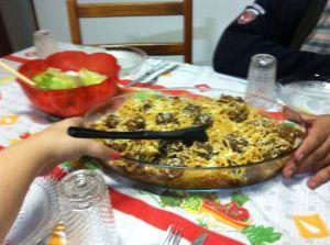 Almôndegas com espaguete que fiz pro almoço, que virou jantar...
